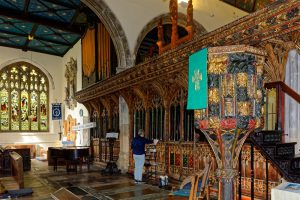 St Saviour's Church, Dartmouth, screen and pulpit